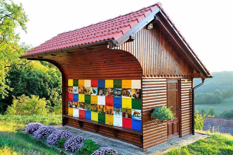 スロベニア beehive